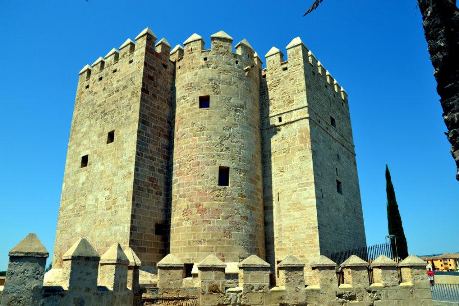 Башня Калаорра. Фото: Mundo-Guides