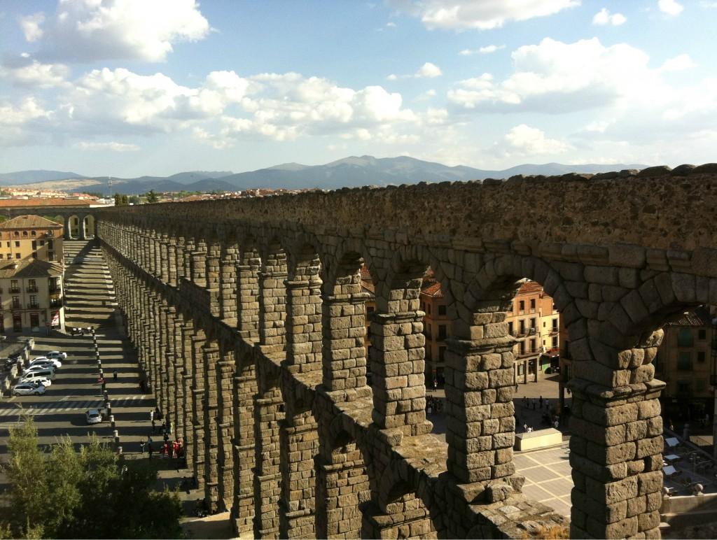 Римский Акведук в Сеговии Фото: MundoGuides