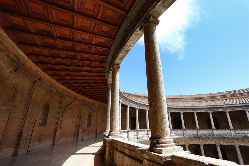 Дворец Карла V в Альгамбре Фото: trioptikmal (flickr / C.C.)
