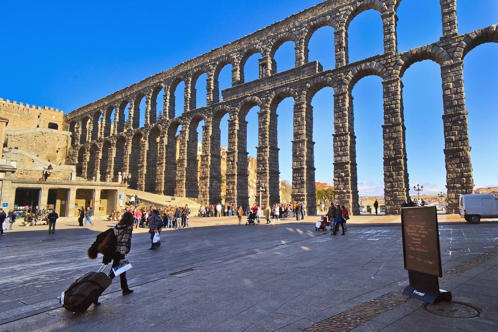 Римский Акведук в Сеговии Фото: Tomas Fano