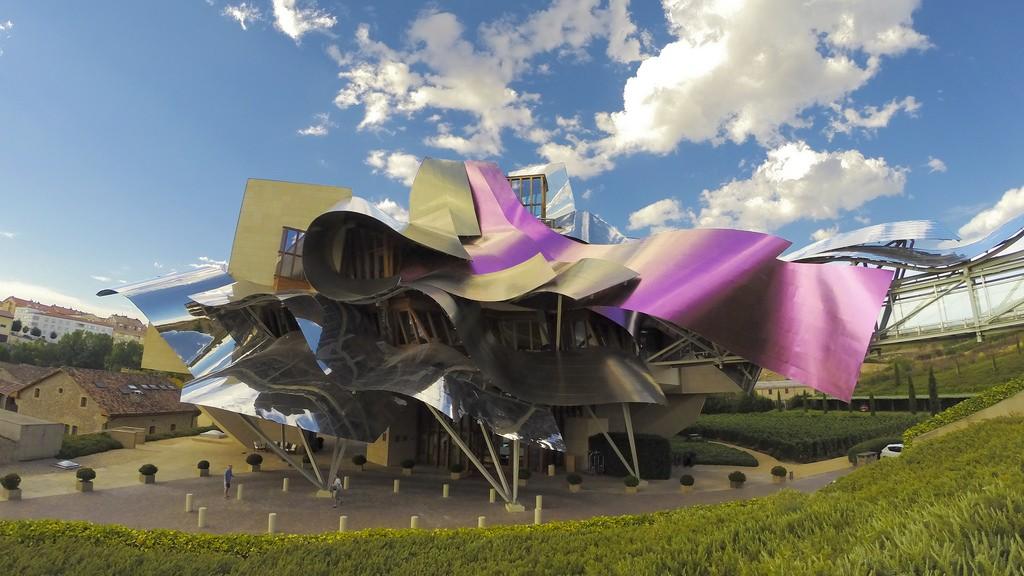 Здание винодельни Маркиза де Рискаль Фото: