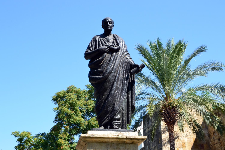 Скульптура Сенеки в Кордове фото: Mundo-Guides