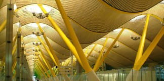 Мадридский аэропорт Барахас (Терминал 4) Фото: Wongoz (flickr)
