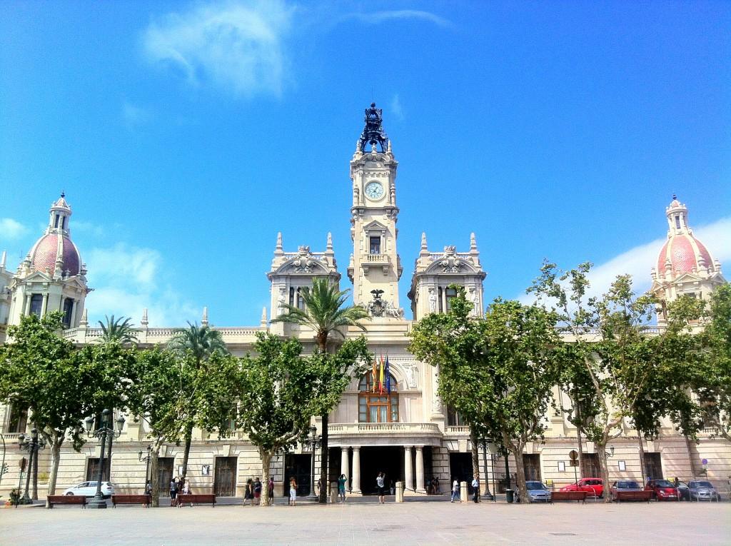 Ратуша и Ратушная Площадь Фото: Mundo-Guides