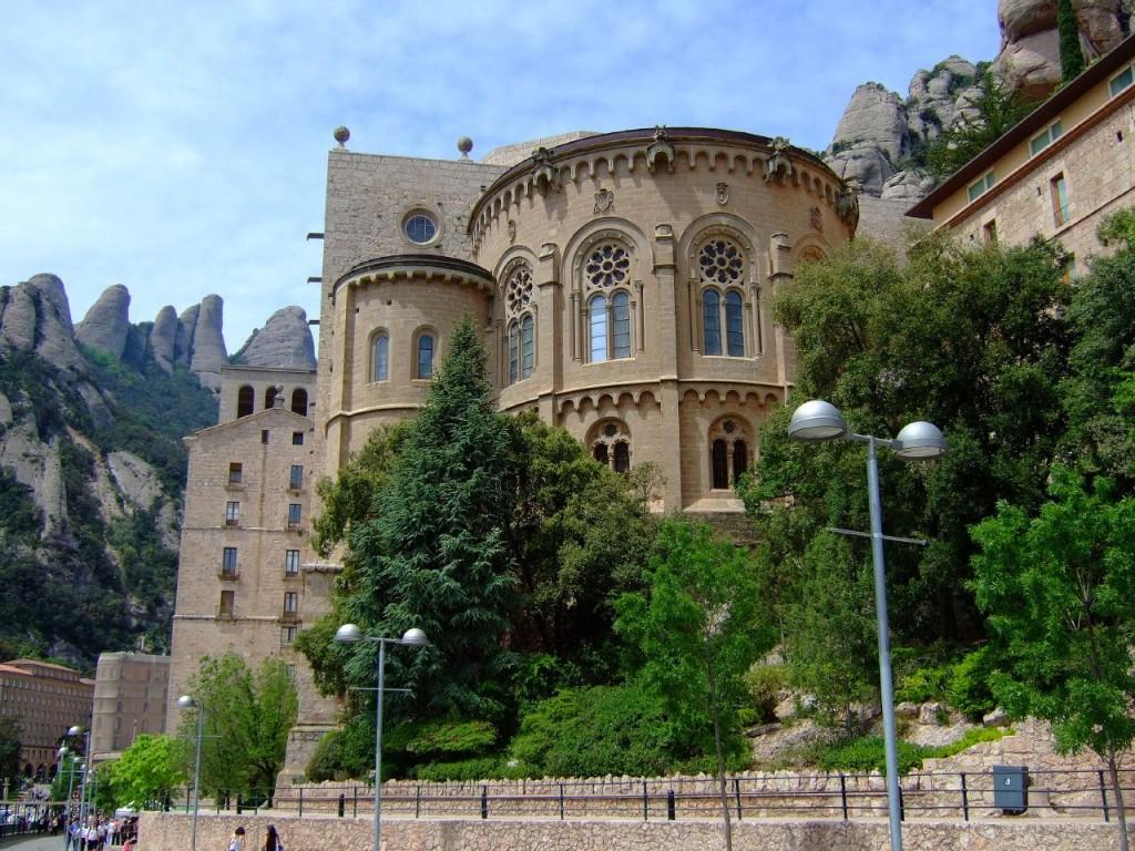 Монастырь Монсеррат в Барселоне ©Enrique Freire