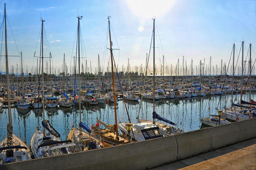 Пляжи в Барселоне. Олимпийский Порт в Барселоне / Фото: aagay (Flickr / C.C.)