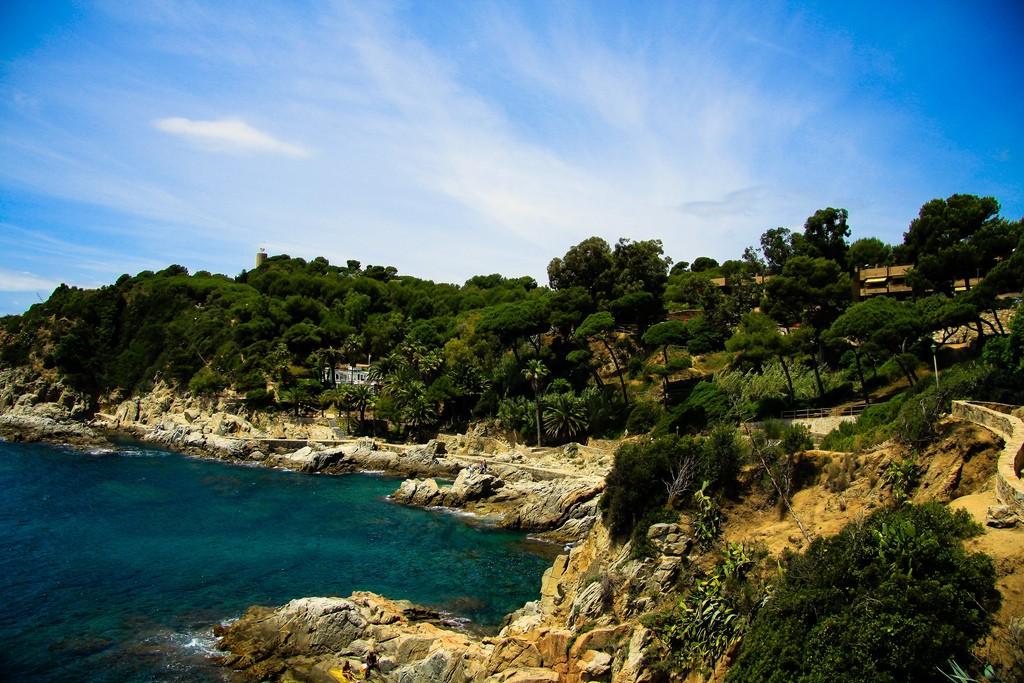 В Льорет де Мар вы можете насладиться потрясающими пляжами, многие из которых даже неизвестны туристам / Фото: antoskabar (Flickr / C.C.)