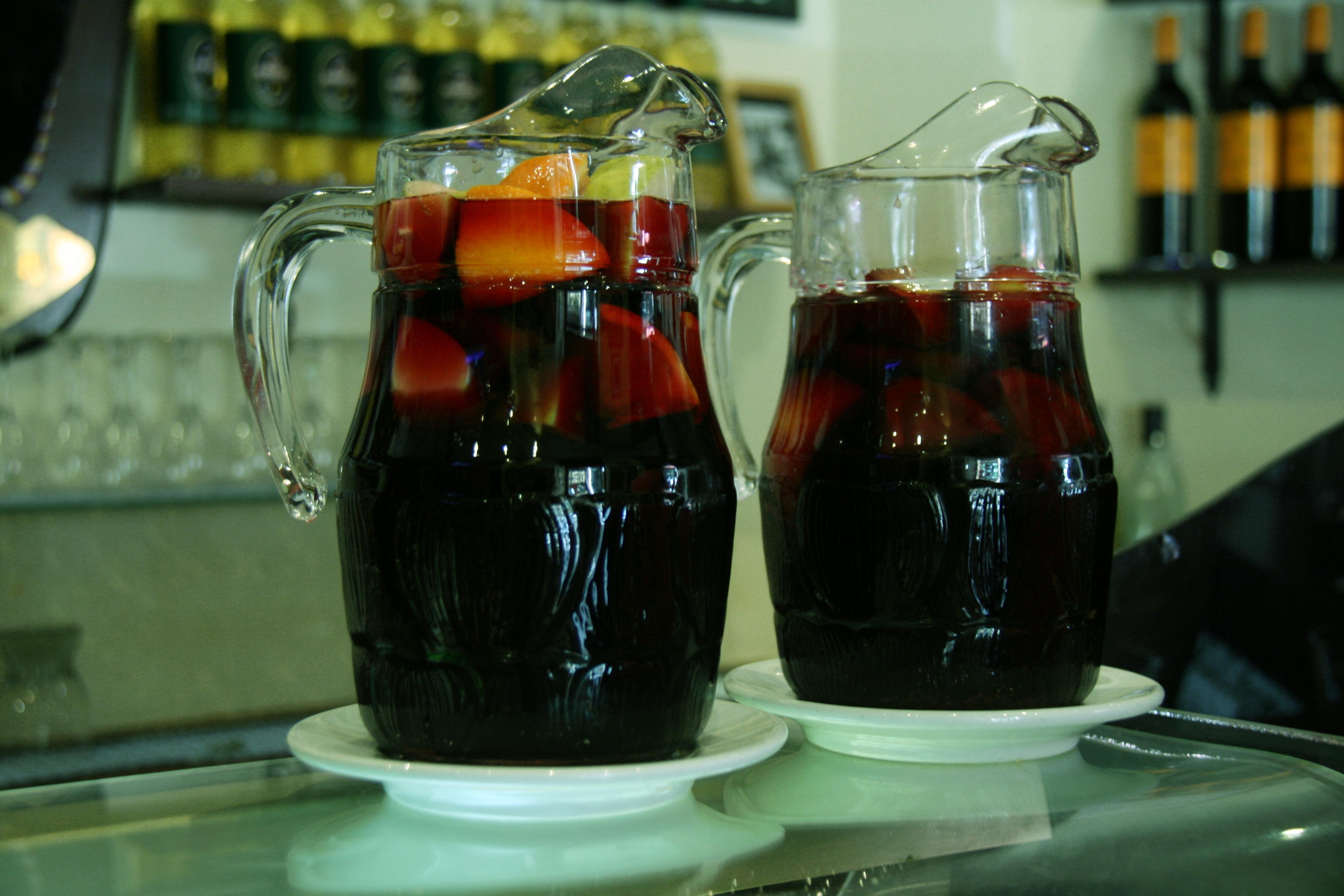 """Raramente los españoles beben """"Sangria"""" en los bares. Фото: Wikipedia C.C."""