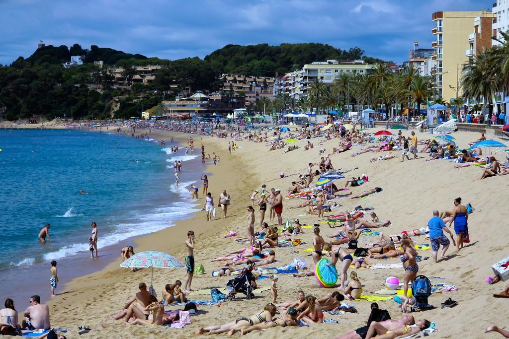 Пляжный отдых в Льорет де Мар. Фото: antoskabar (Flickr / C.C.)