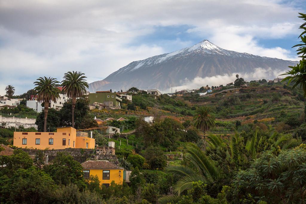 Вулкан Тейде- самый высокий пик Испании, его высота составляет 3718 метров. А если его мерить с основания в Атлантическом океане- высота составит 7500 метров. / Фото: Laurent Moose (Flickr / C.C.)