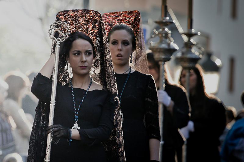 """Страстная неделя в Испании - Женщины одеваются в черное, на голове- традиционная """"мантилья"""". Манилью до сих носят на таких праздниках как Семана Санта, коррида или свадьба / Фото: hernanpba (Flickr / C.C.)"""
