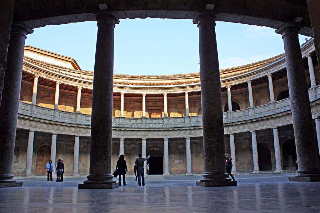 Дворец Карла V в Альгамбре Фото: pasaro (flickr / C.C.)