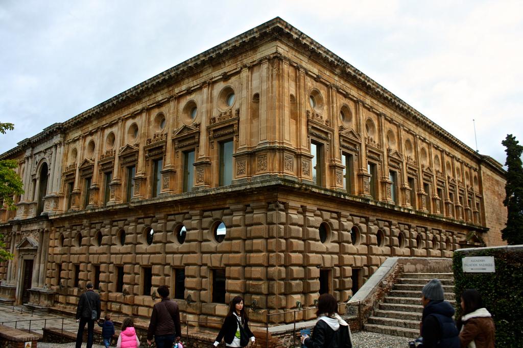 Дворец Карла V в Альгамбре Фото: Trevor.Huxham (flickr / C.C.)