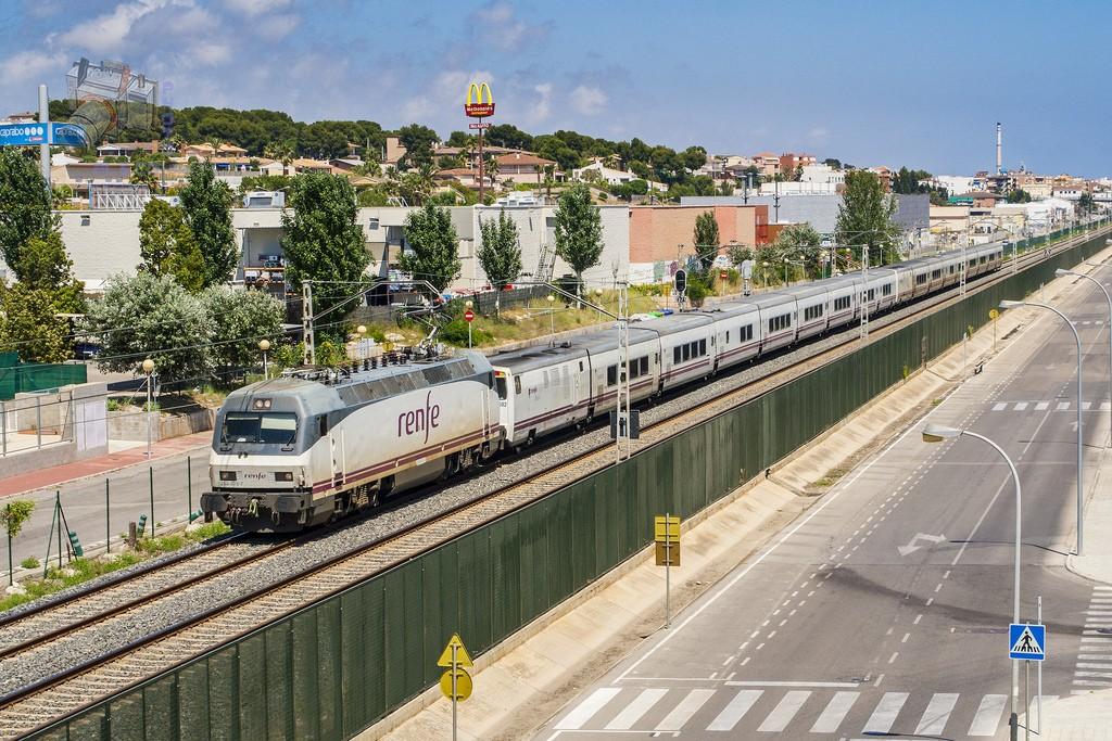 Как добраться до Салоу из Барселоны фото UT440 131M