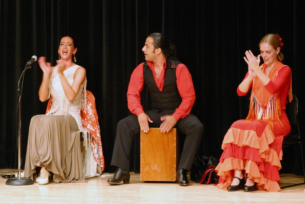 Фламенко в Севилье Фото: Skokie Public Library (flickr / C.C.)