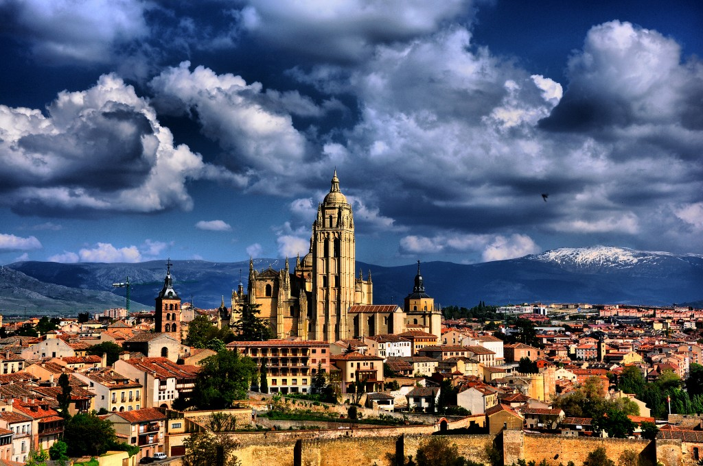Собор Сеговии, башня которого видна практически с людой точки города / Фото: jescadi01 (Flickr / C.C.)