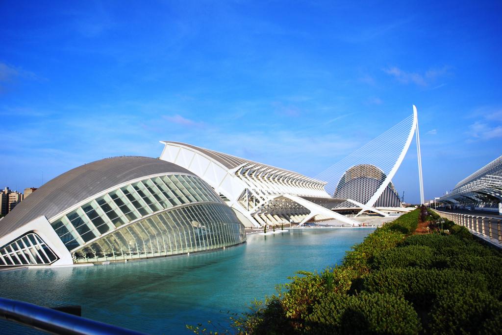 Город Искусств и Наук в Валенсии. Фото: Maribelle71 / Flickr C.C.)