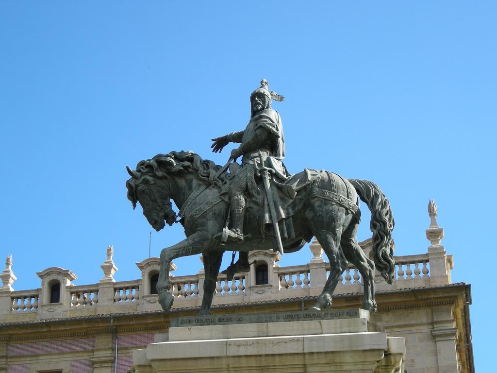Монумент Хайме I (1208-1276), который изгнал мусульман из Валенсии / Фото: Toni Escuder (Flickr / C.C.)