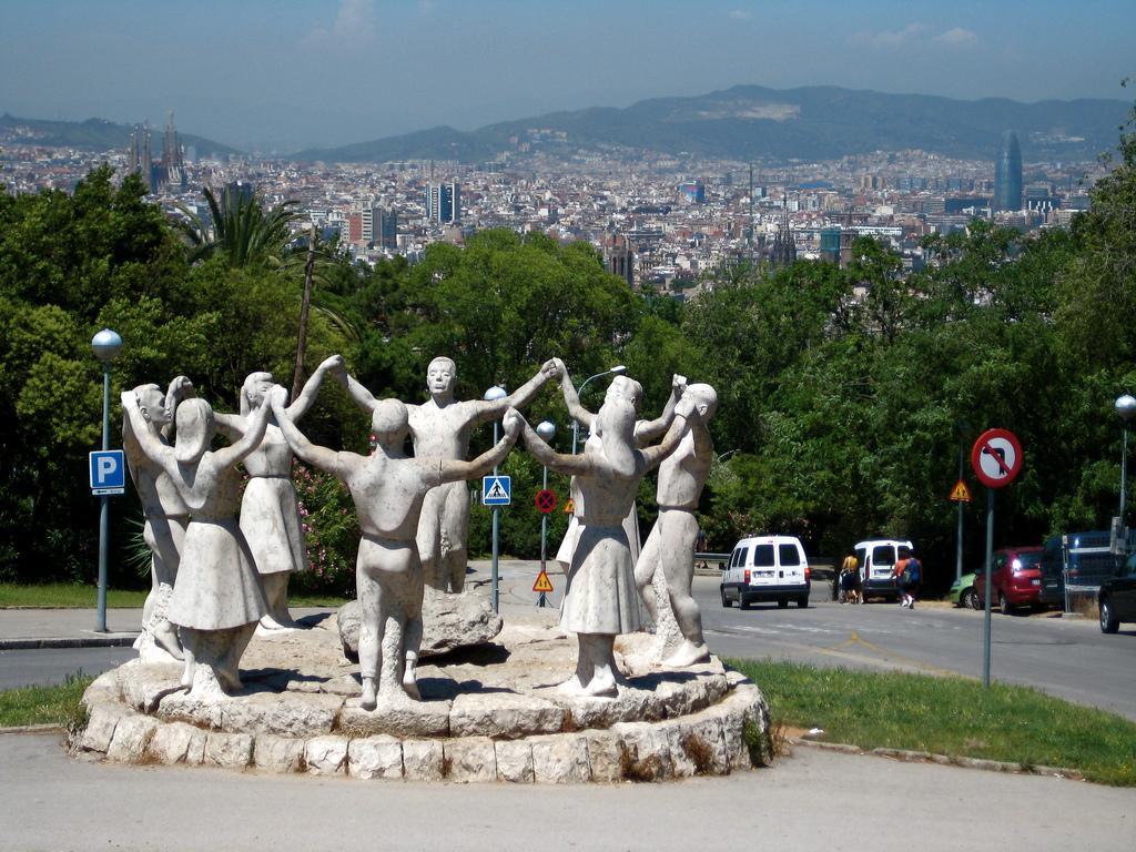 Монумент, посвященный танцу Сардана / Фото: borkur.net (Flickr / C.C.)