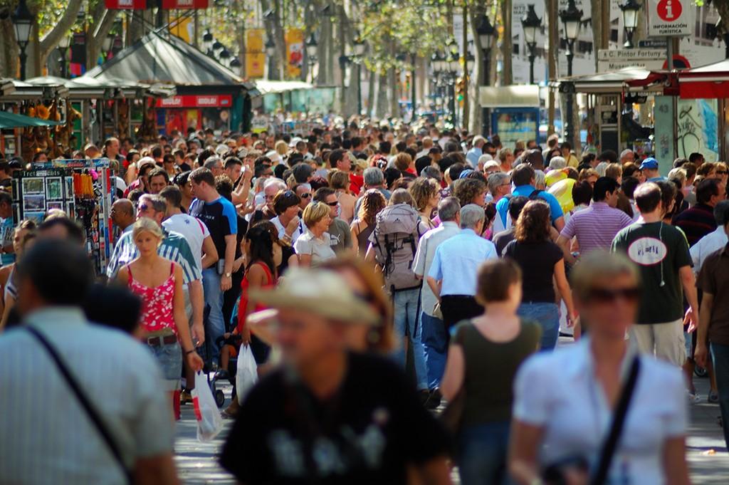Las Ramblas- одно из самых туристических и дорогих мест в Барселоне. / Фото: Carlos Lorenzo (Flickr / C.C.)