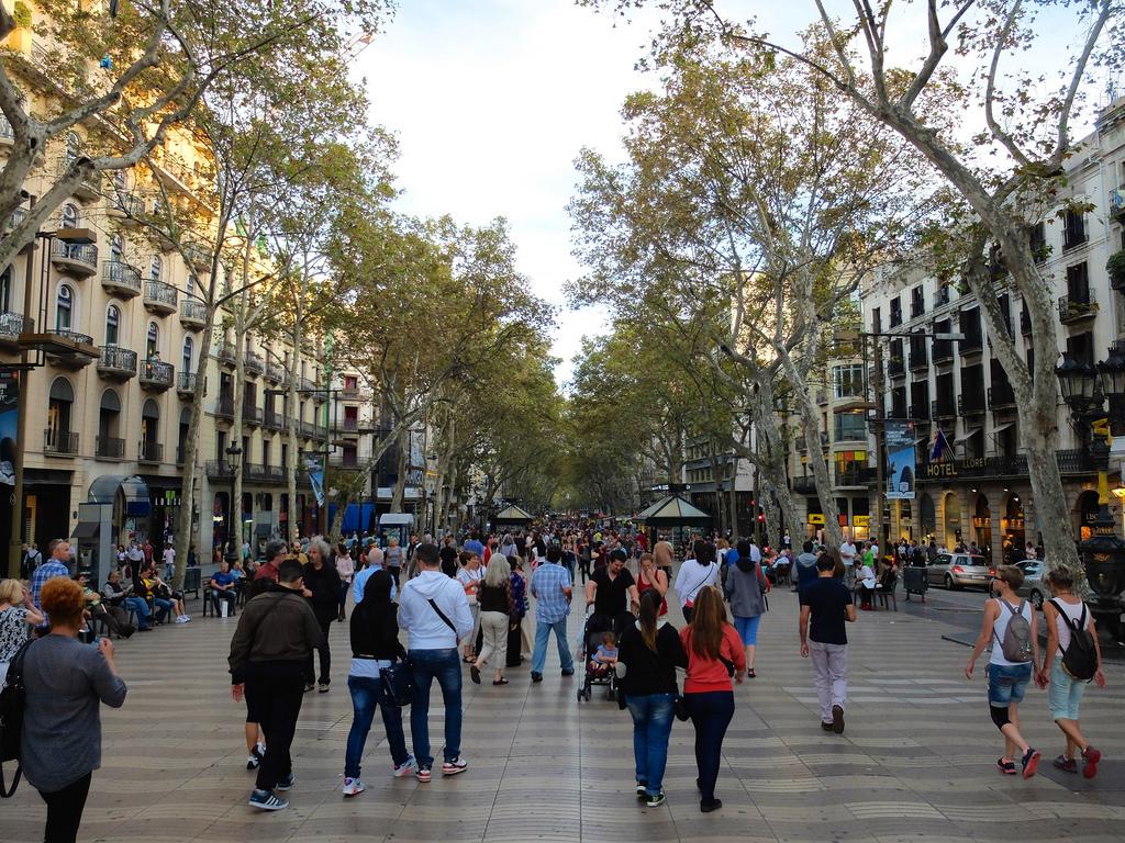 Эмблематичный бульвар Лас Рамблас в Барселоне / Фото: Mathieu Thouvenin (Flickr / C.C.)
