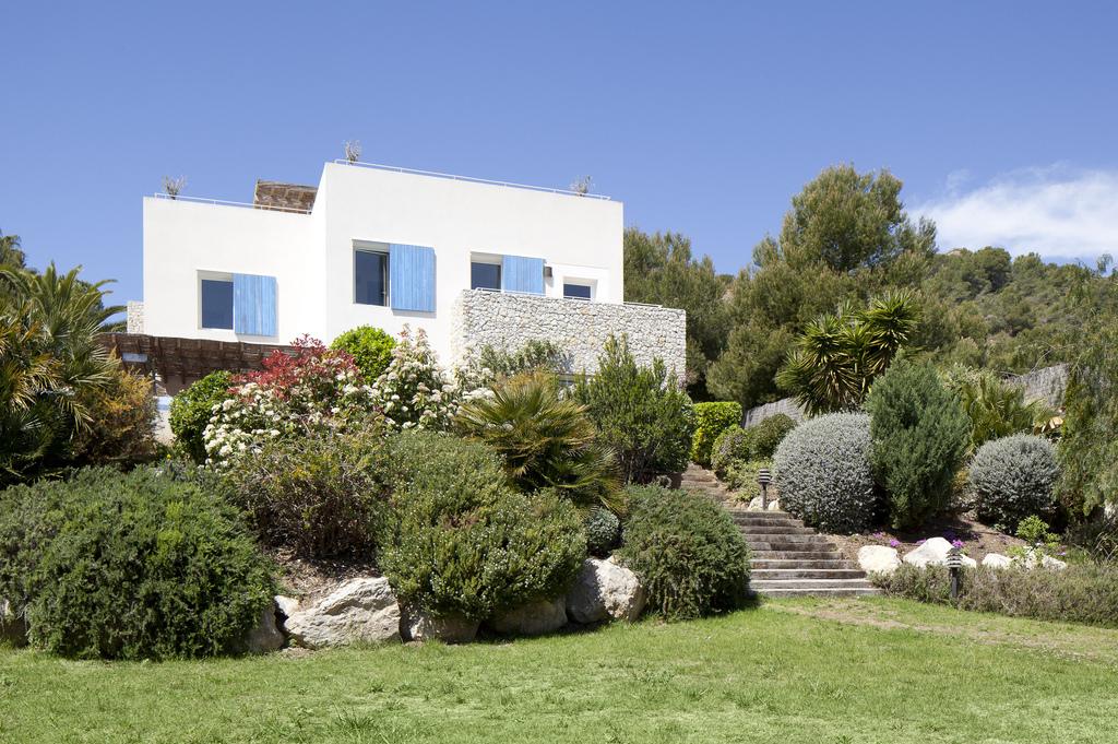 Шарм этой каталнской деревушки привлек сюда многих миллионеров, которые активно покупают здесь дома в качестве второй резиденции / Фото: lucasfoxbcn (Flickr / C.C.)