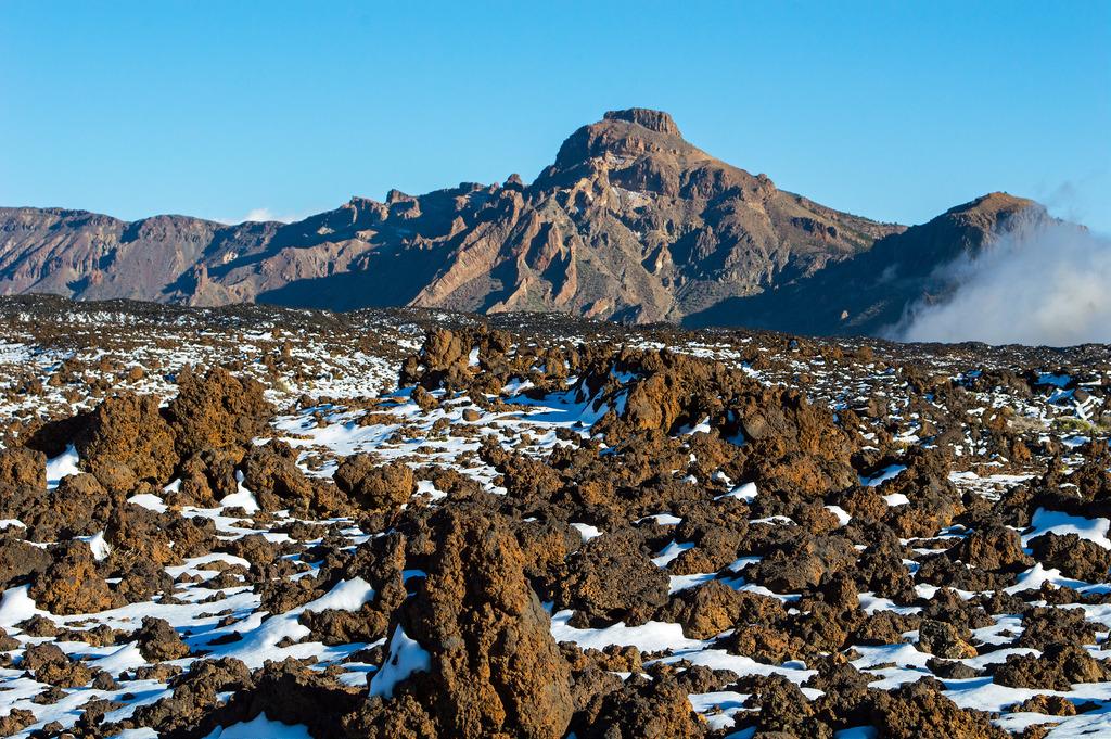 Природный паркLas Cañadas del Teide. Несмотря на сильную туристическую развитость, остров Тенерифе сохраняетвеликолепные природные места, как, например, волкан Тэйде (самая высокая гора Испании- 3718 метров)/ Фото: perlaroques (Flickr / C.C.)