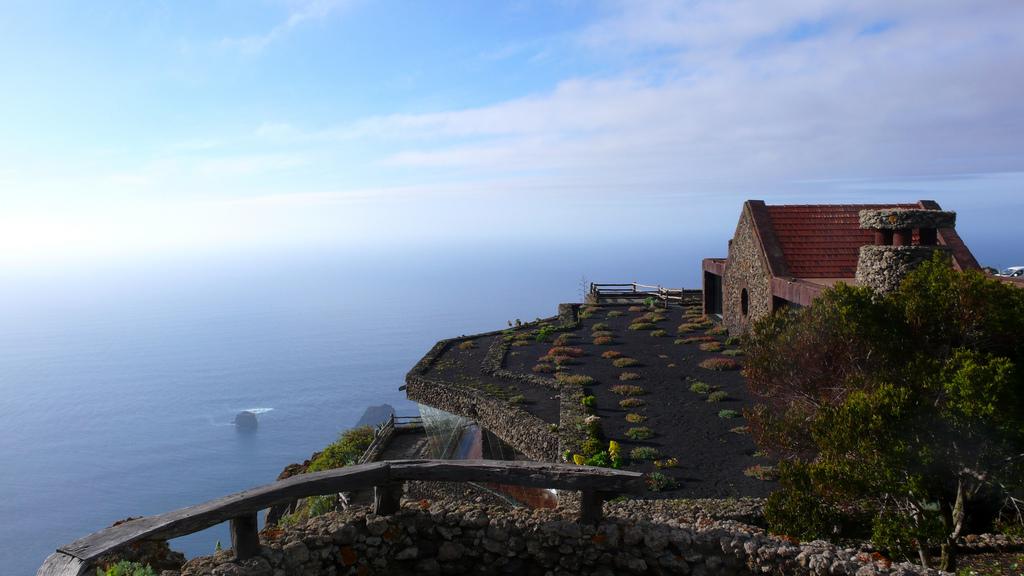 """Если вы путешествуете на остров Эль Йерро, не пропустите панорамную площадку""""El Mirador de la Peña"""", откуда открываются потрясающие виды на Атлантический океан / Фото: mataparda (Flickr / C.C.)"""
