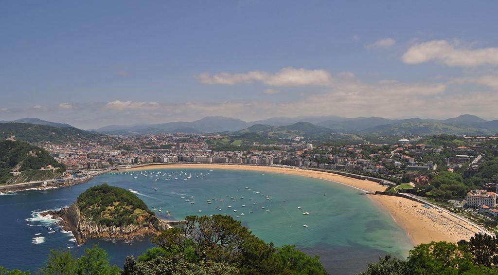 Пляж Ла Конча в Сан Себастьяне- самый знаменитый пляж в городе и одна из важнейших достопримечательностей в городе! / Фото: Harshil.Shah (Flickr / C.C.)