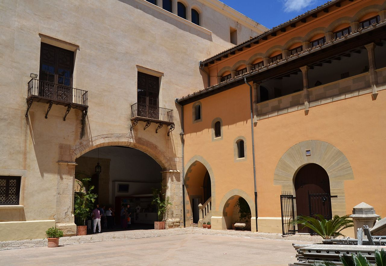 Patio de armas del Palacio Borgia (C.C) / Este palacio, a pesar de las numerosas reformas, constituye uno de los mejores ejeplos del gótico en Valencia